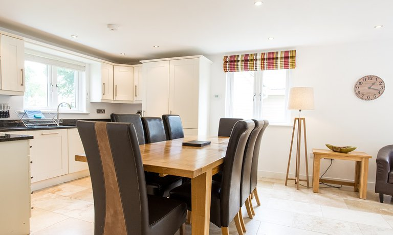 Kitchen/ dining area - perfect for families and groups