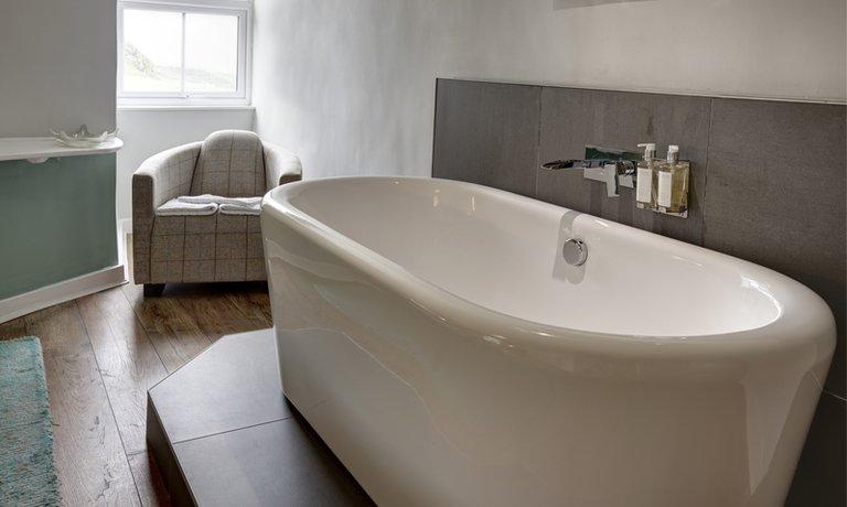 Deep bubbly bath