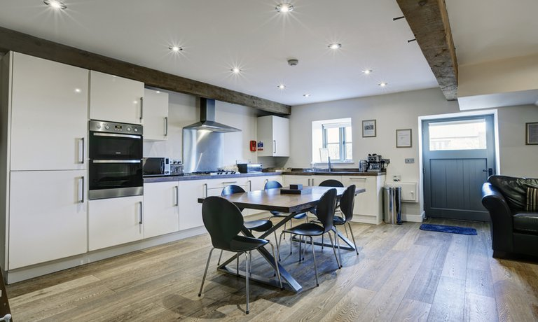 Open plan kitchen/dining area
