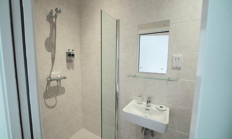 En-suite bathrooms for each of the double bedrooms