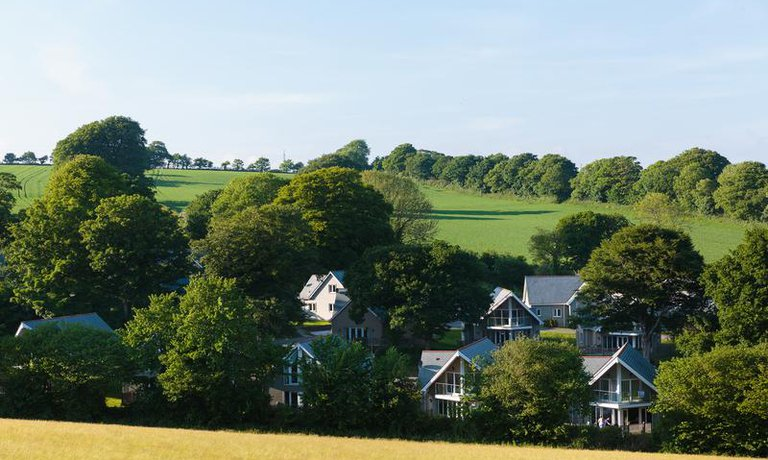 Nestled in a picturesque Cornish valley